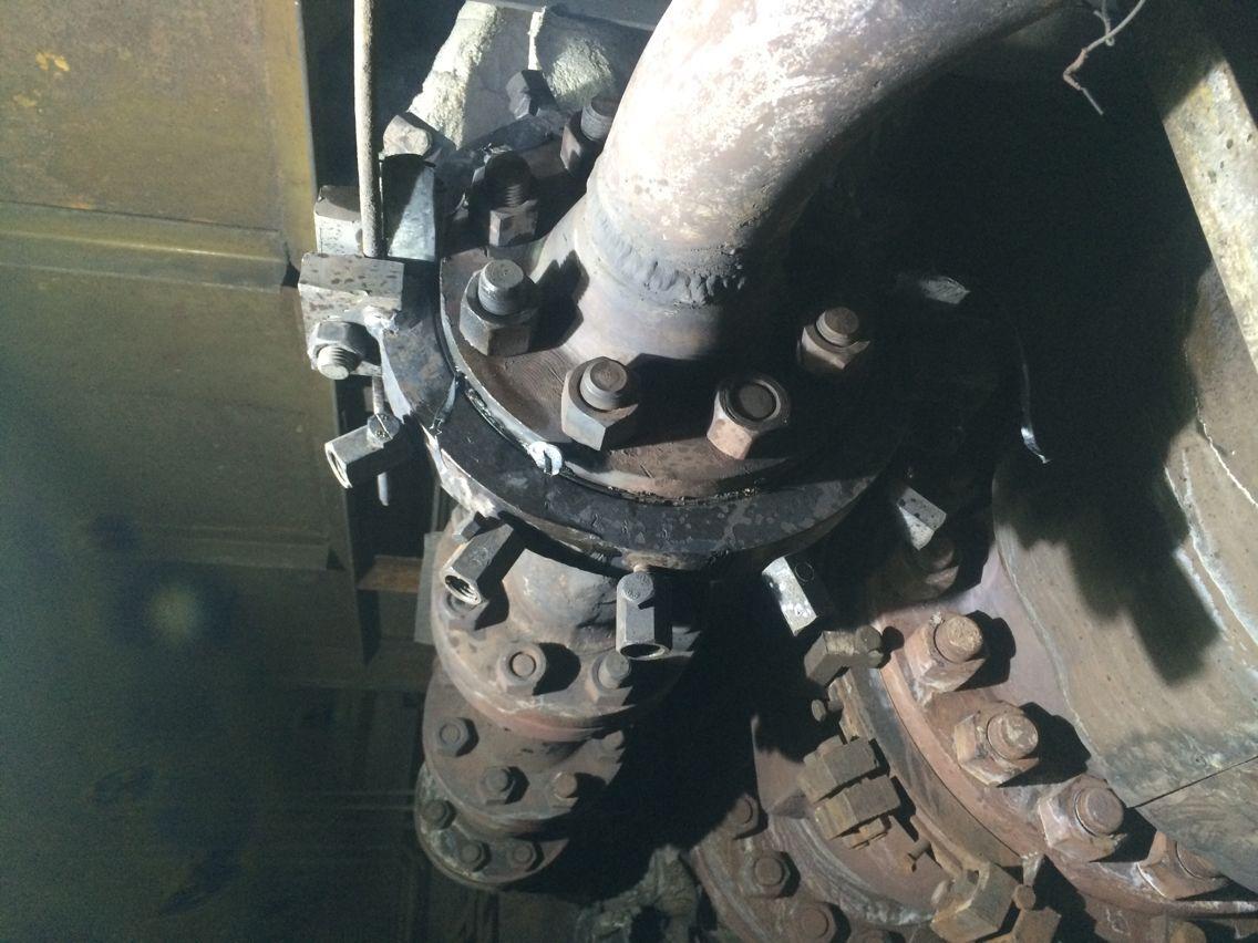 通化钢铁锅炉出水管法兰泄漏,DN100PN6.8MPa,温度560℃,采用高温密封剂封堵成功。
