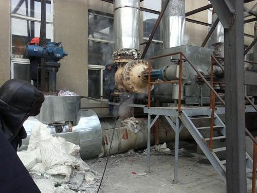 辽化电厂法兰:DN400PN6.4MPa,温度420℃ ,垫片腐蚀受损,四周泄漏,采用高温专用胶实施封堵成功。